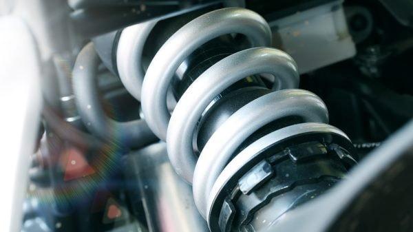нужно ли менять пружины при замене амортизаторов